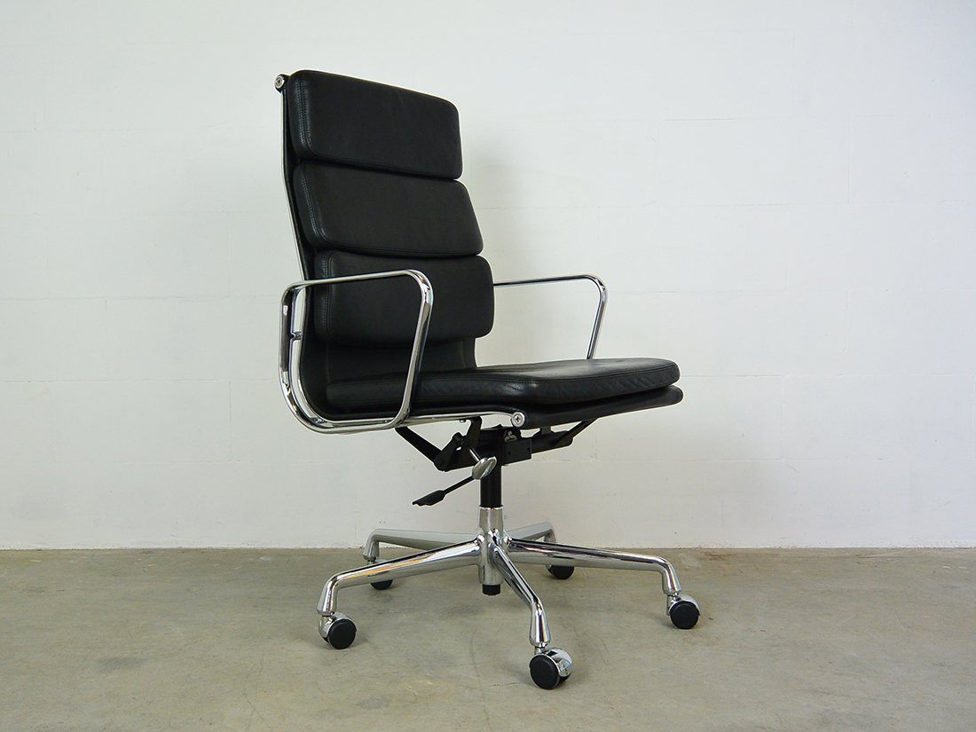 Eames EA 219 zwart 1