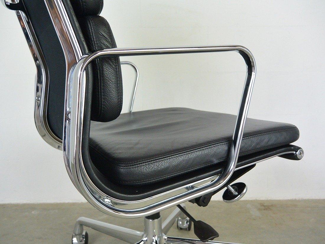 Eames EA 219 zwart 10