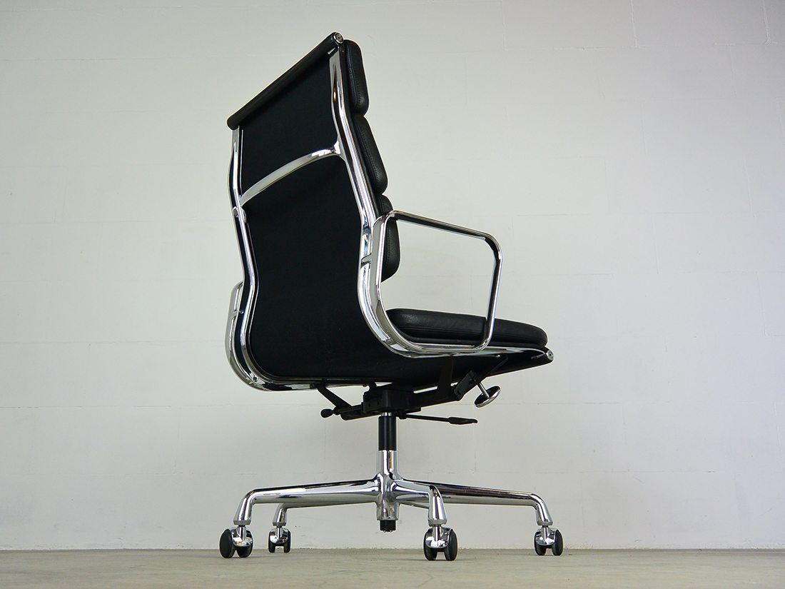 Eames EA 219 zwart 5